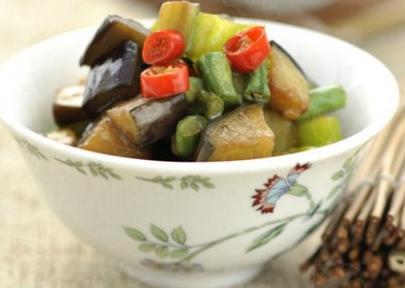 营养丰富的菊花拌豇豆