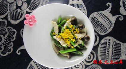 芦笋熟鸡蛋炒鸡肉