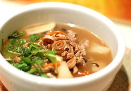 冬菇煮鱿鱼汤