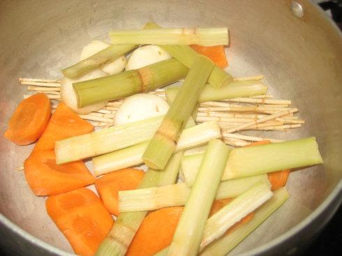 竹蔗马蹄胡萝卜水的做法步骤2
