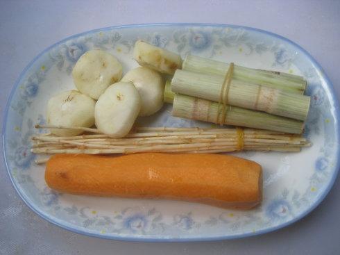 竹蔗马蹄胡萝卜水的做法步骤1
