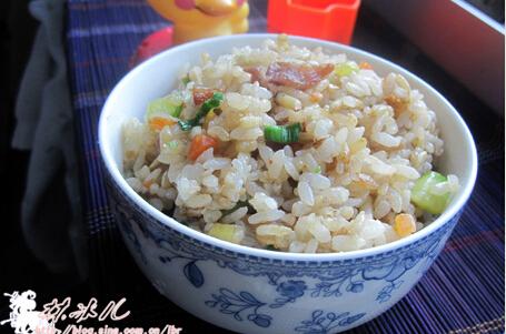 腊肉炒米饭的做法