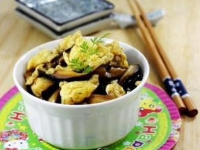 香菇炒鸡蛋肉片