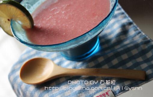 清凉一夏――西瓜奶昔的做法